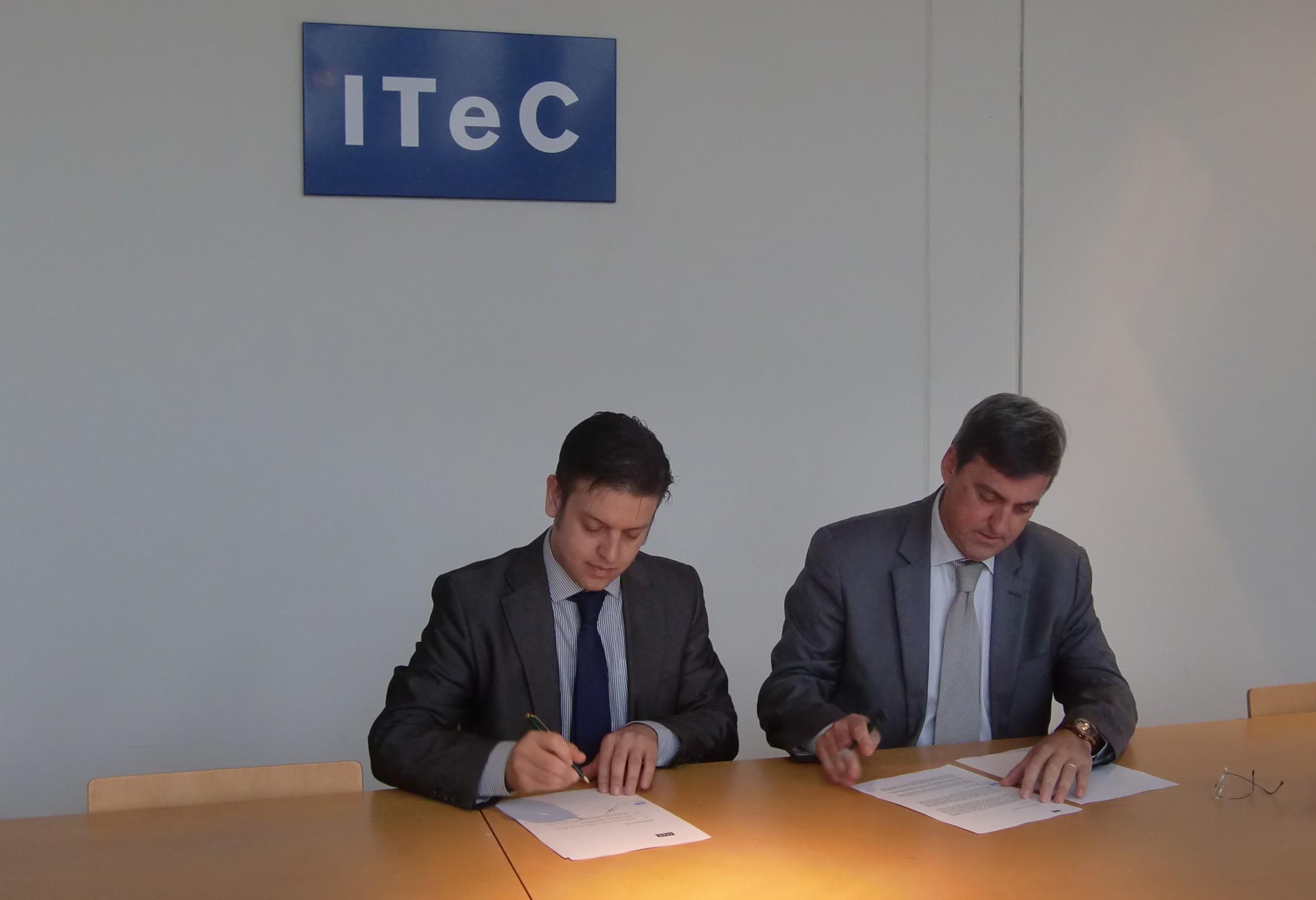 Pabo Callegaris (CEO de Bimetica) y Francisco Diéguez (Director General del ITeC) firman el acuerdo